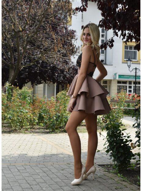 meryll-himzett-fodros-ruha-4.jpg