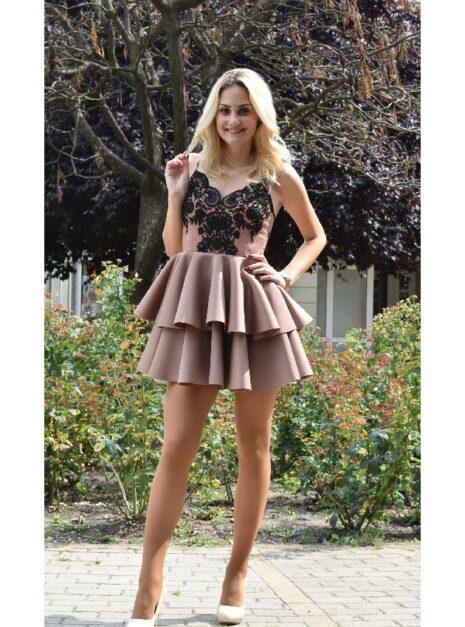meryll-himzett-fodros-ruha.jpg