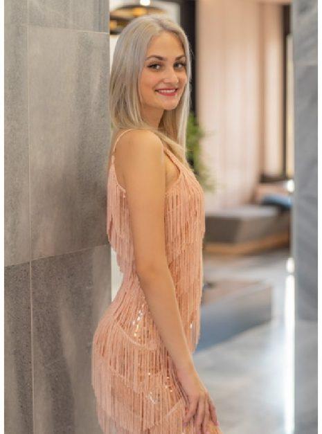 meryll-rojtos-flitteres-ruha-7.jpg